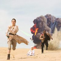 A couple and their baby pay tribute to 'Star Wars: The Force Awakens' in this photoshoot