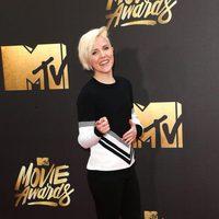 Hannah Hart at the 2016 MTV Movie Awards' red carpet