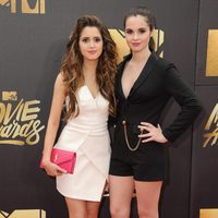 Laura and Vanessa Marano at the 2016 MTV Movie Awards' red carpet