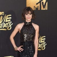 Lizzy Caplan at the 2016 MTV Movie Awards' red carpet