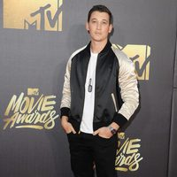 Miles Teller at the 2016 MTV Movie Awards' red carpet