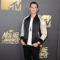 Miles Teller at the 2016 MTV Movie Awards' red carpet