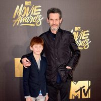 Simon Kinberg and his son at the 2016 MTV Movie Awards' red carpet