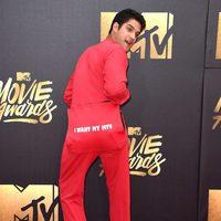 Tyler Posey joking at the 2016 MTV Movie Awards' red carpet