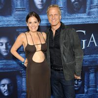 Suzanne Cryer y Patrick Fabian at the premiere of 'Game of Thrones' Season Six