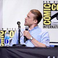 Charlie Hunnam talking at Comic-Con