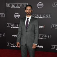Riz Ahmed poses for cameras at the premiere of 'Rogue One'