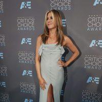 Jennifer Aniston posing in Critics Choice Awards