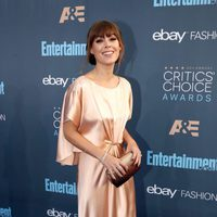 The actress Jenny Cipoletti is posing in Critics Choice Awards