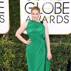 Anna Chlumsky at Golden Globes 2017 red carpet