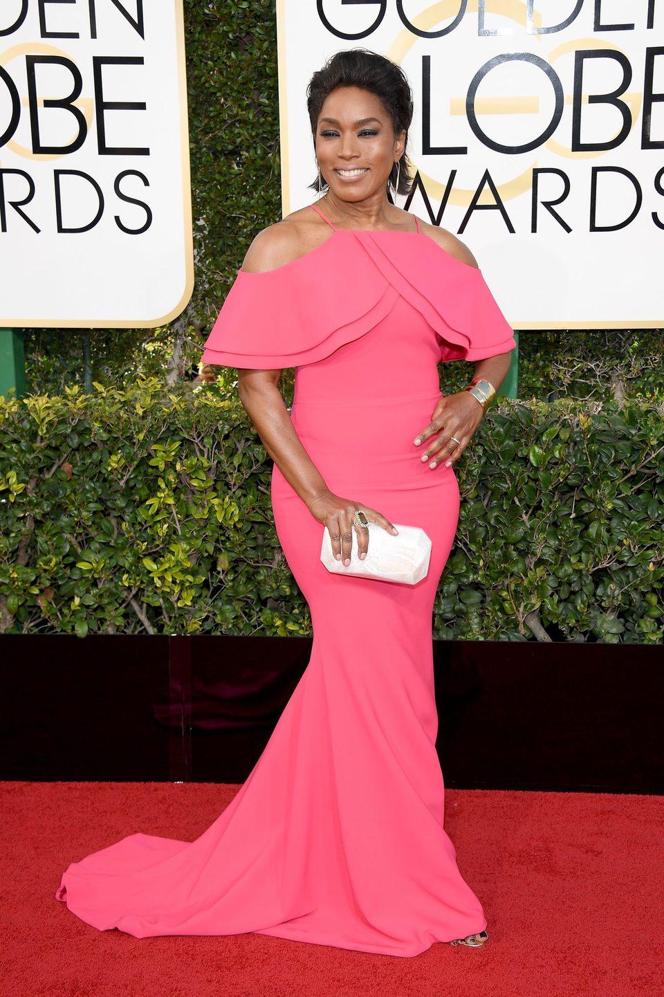 Angela Bassett at Golden Globes 2017 red carpet