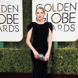 Teresa Palmer at Golden Globes 2017 red carpet