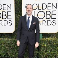 Tony Hale at the 2017 Golden Globes red carpet