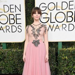 Felicity Jones at Golden Globes 2017 red carpet