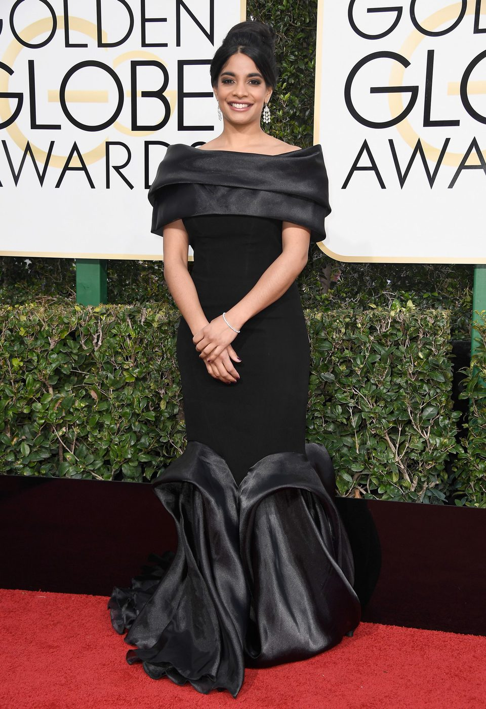 Amara Karan at Golden Globes 2017 red carpet