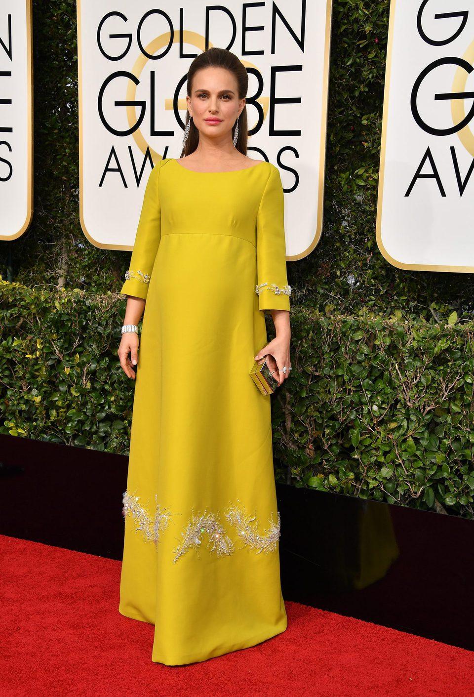 Natalie Portman at Golden Globes 2017 red carpet