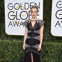Riley Keough at Golden Globes 2017 red carpet