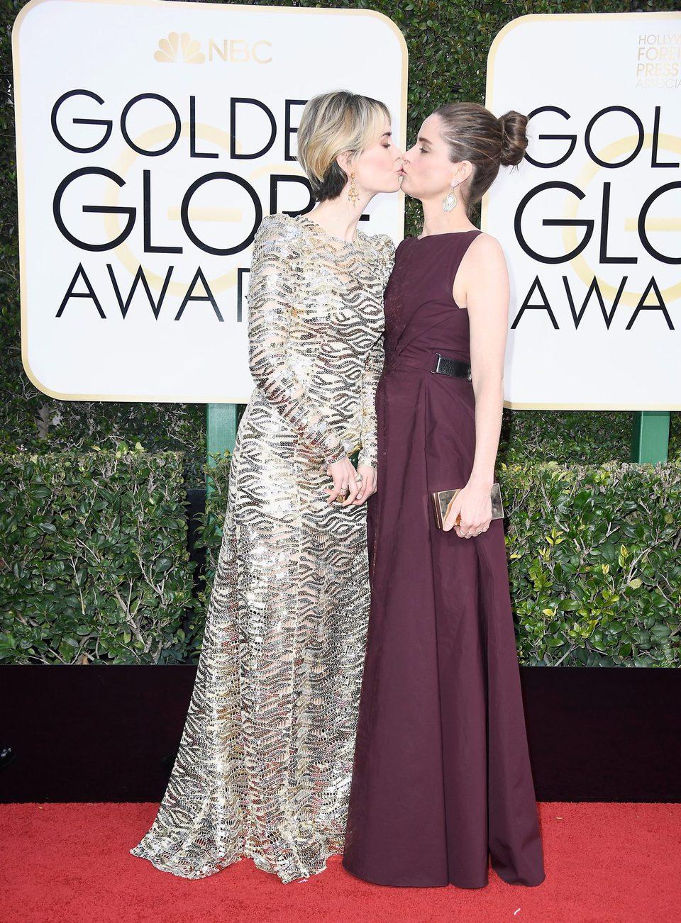 Sarah Paulson and Amanda Peet at Golden Globes 2017 red carpet