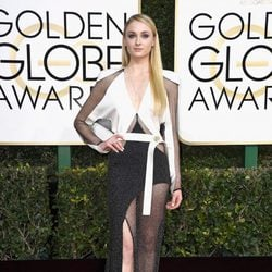 Sophie Turner at Golden Globes 2017 red carpet