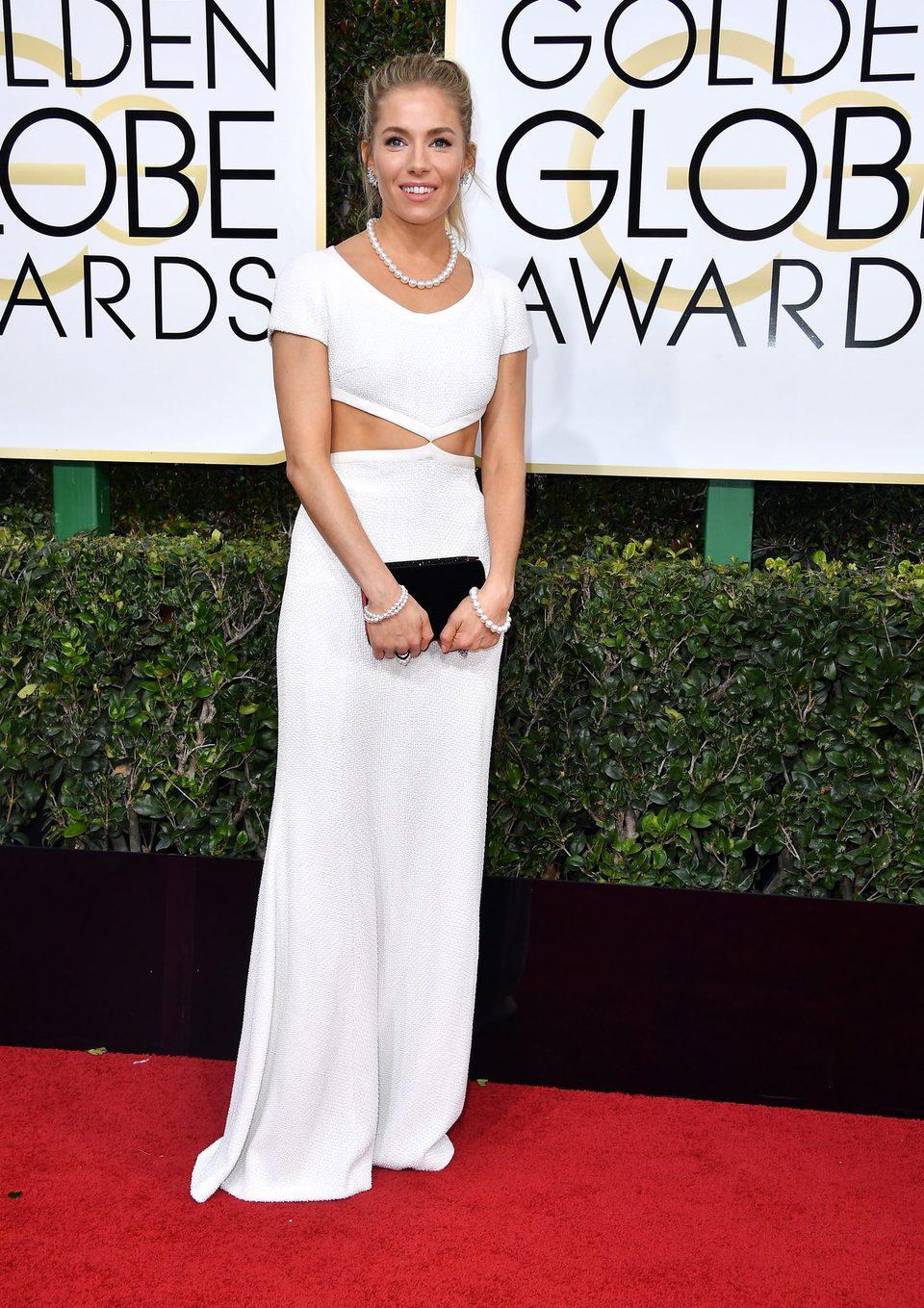 Sienna Miller at Golden Globes 2017 red carpet