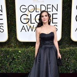 Winona Ryder at Golden Globes 2017 red carpet