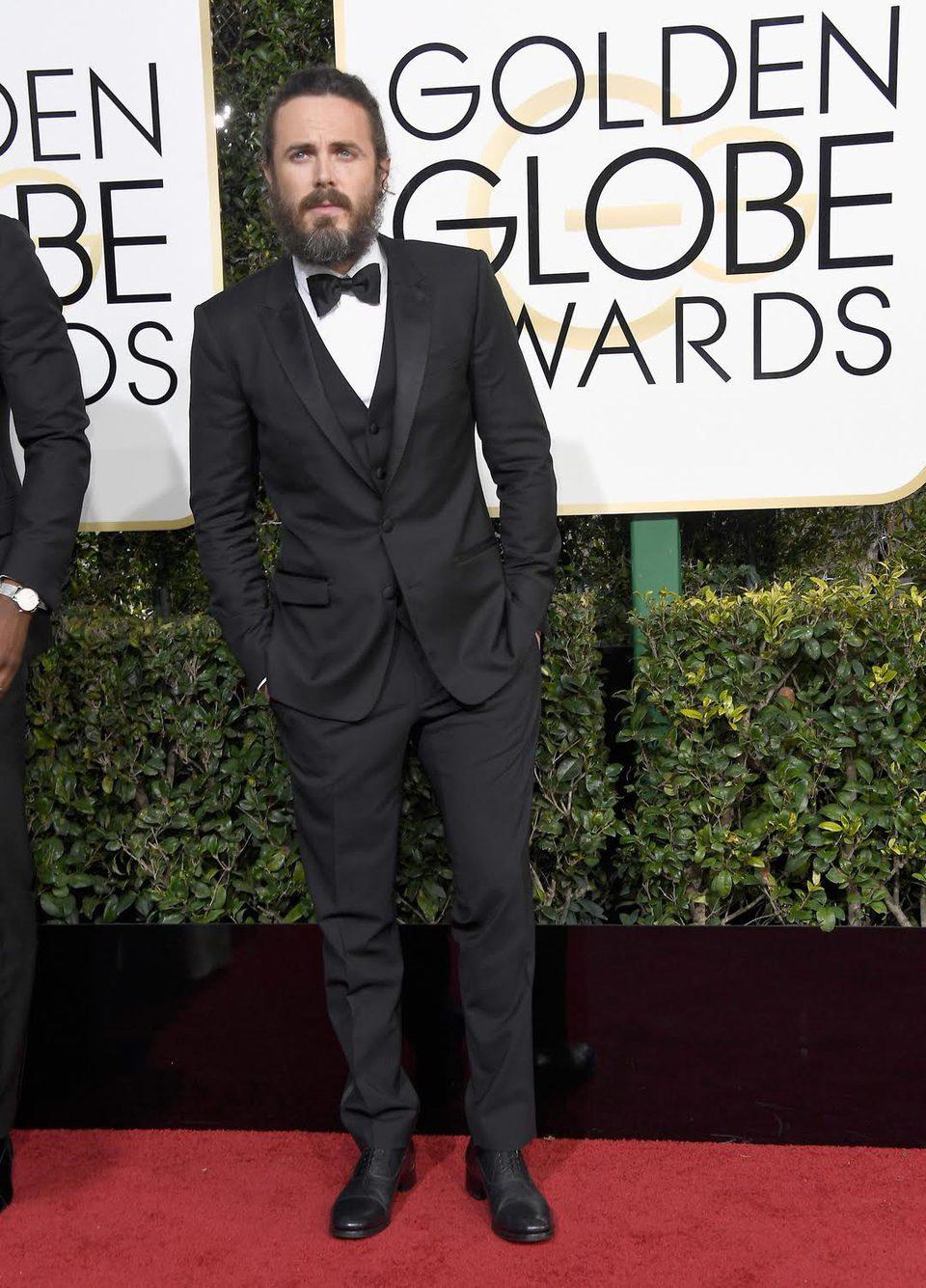 Casey Affleck at Golden Globes 2017 red carpet