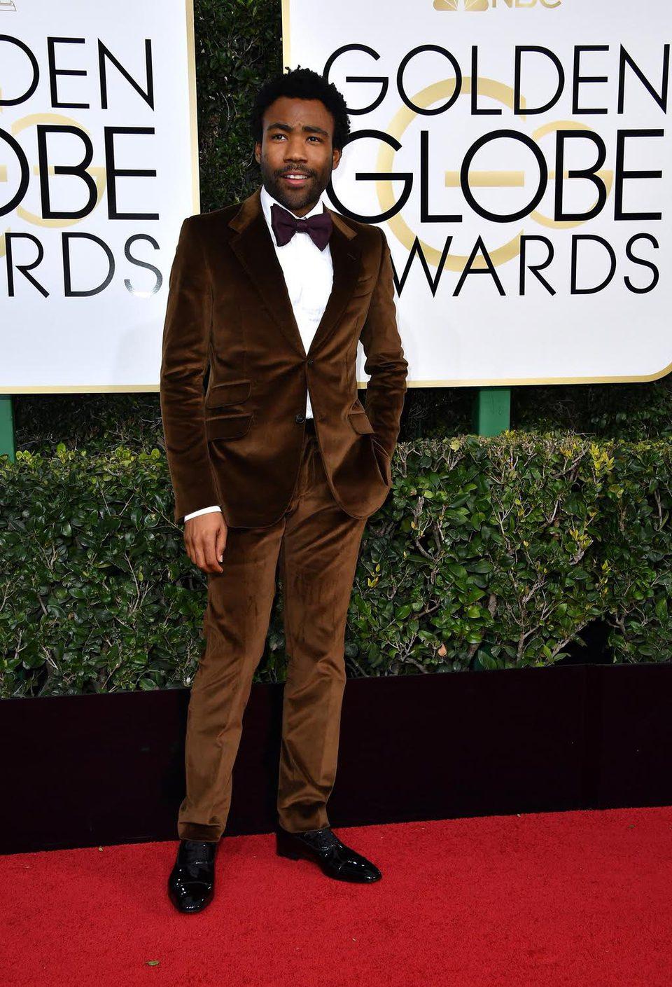 Donald Glover at Golden Globes 2017 red carpet