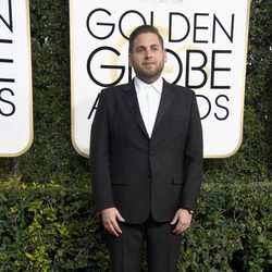Jonah Hill at Golden Globes 2017 red carpet