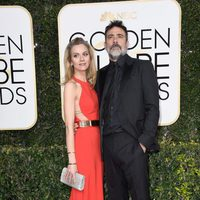 Jeffrey Dean Morgan and Hilarie Burton at Golden Globes 2017 red carpet
