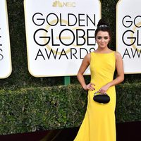 Maisie Williams at Golden Globes 2017 red carpet