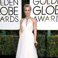 Gillian Anderson at Golden Globes 2017 red carpet