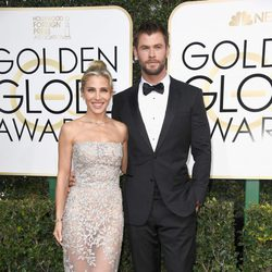 Elsa Pataky and Chris Hemsworth at Golden Globes 2017 red carpet