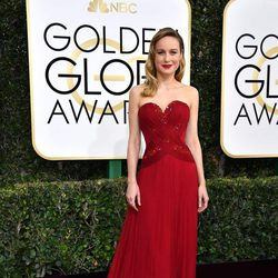 Brie Larson at Golden Globes 2017 red carpet