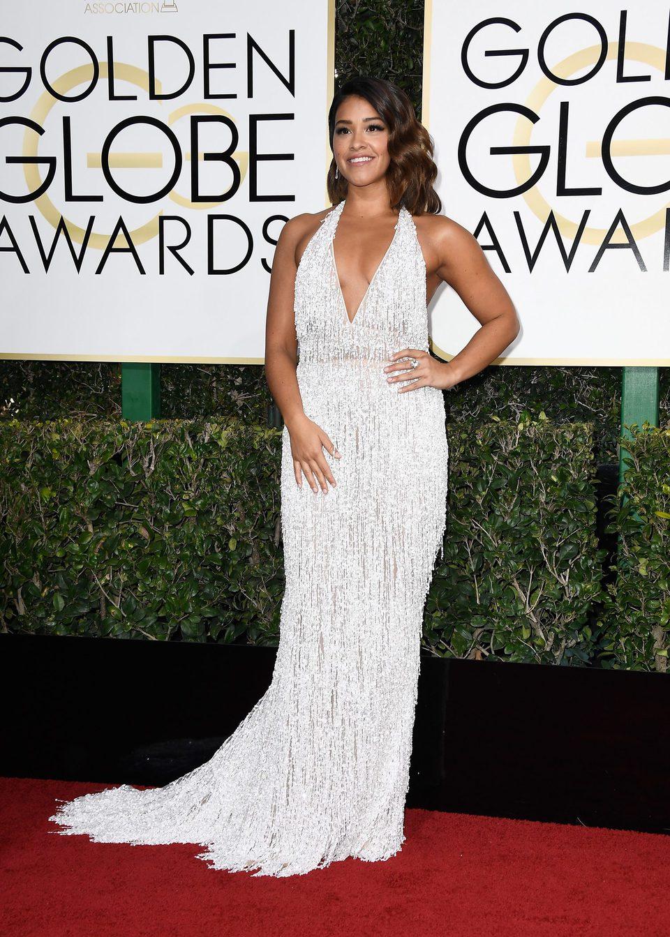 Gina Rodriguez at Golden Globes 2017 red carpet