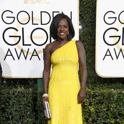 Viola Davis at Golden Globes 2017 red carpet