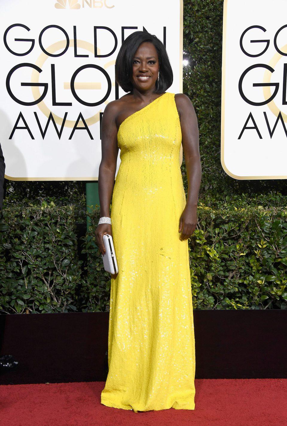 Viola Davis at Golden Globes 2017 red carpet