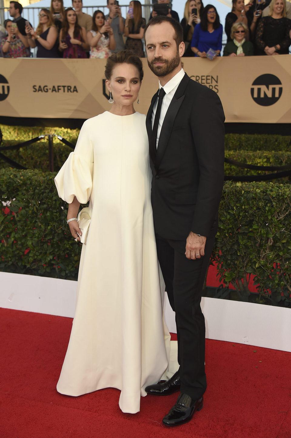 Natalie Portman and Benjamin Millepied on the red carpet of SAG Awards 2017