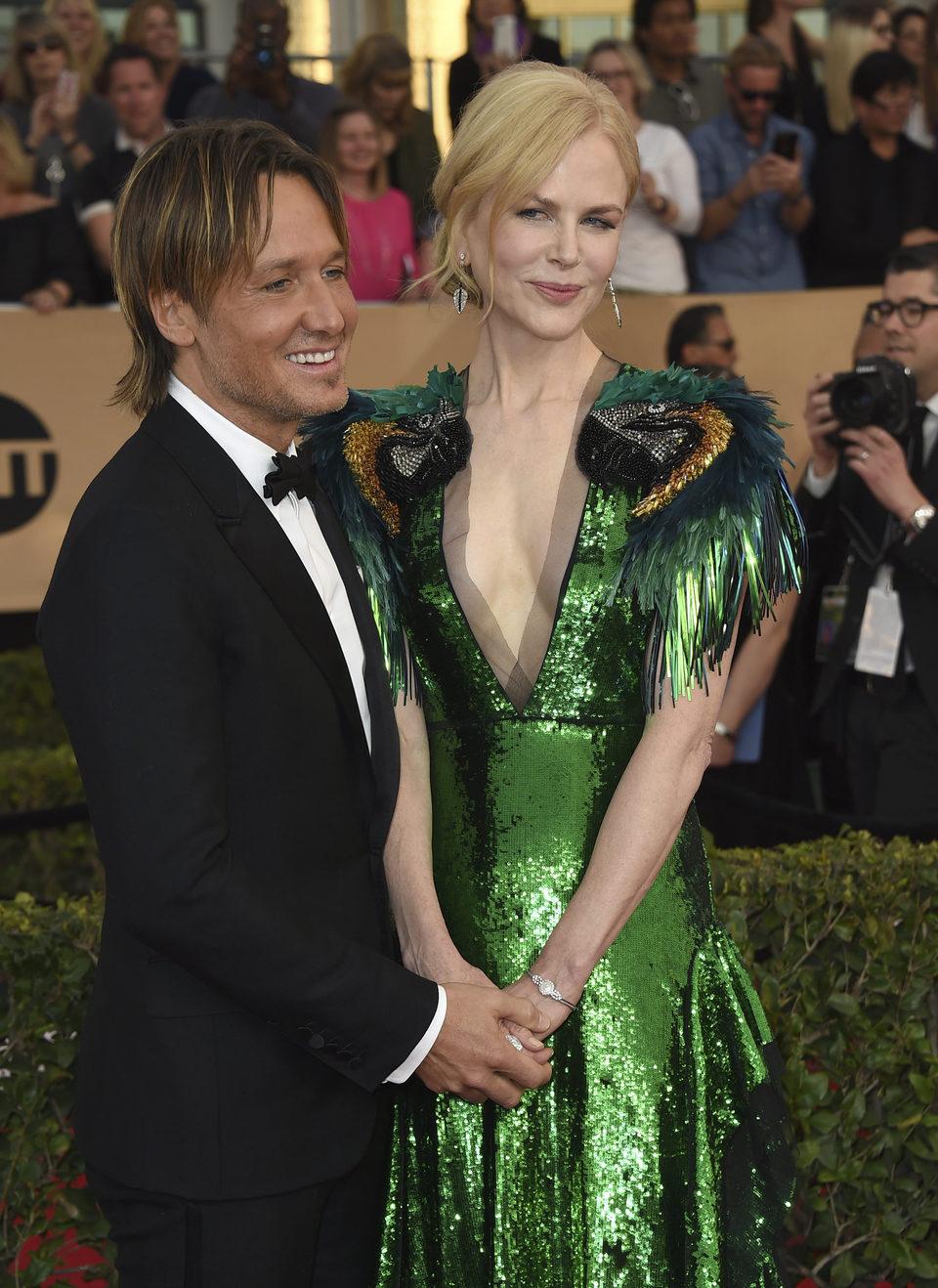Nicole Kidman and Keith Urban on the red carpet of SAG Awards 2017