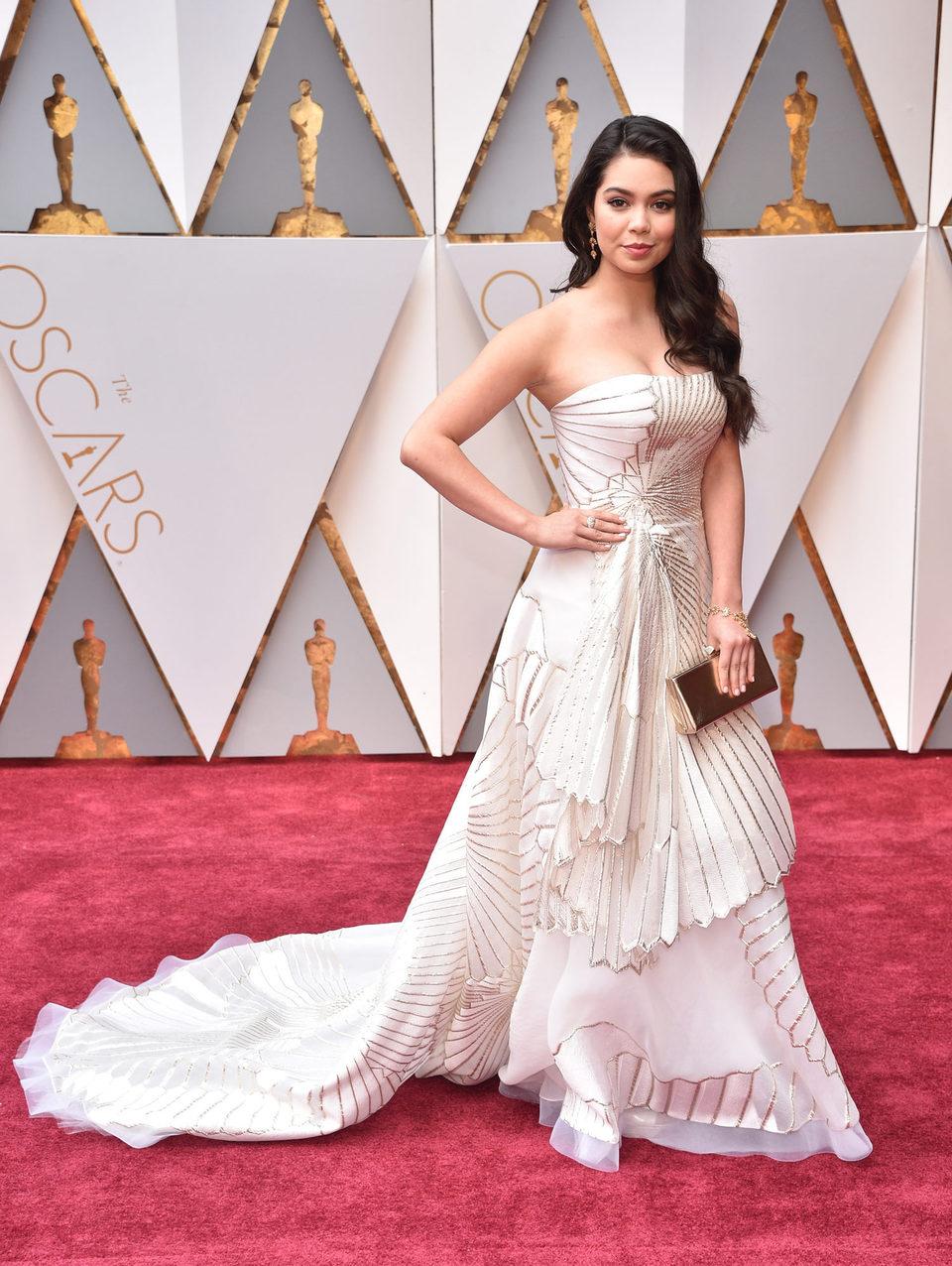 Auli'i Cravalho at the Oscars 2017 red carpet