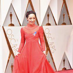 Ruth Negga at the 2017 Oscars red carpet