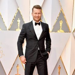 Glen Powell at the Oscars 2017 red carpet