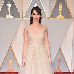 Felicity Jones at the 2017 Oscars red carpet