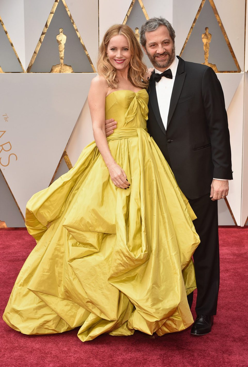 Leslie Mann and Judd Apatow at the 2017 Oscars red carpet