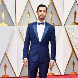 Riz Ahmed at the Oscars 2017 red carpet