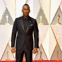 Mahershala Ali at the red carpet of the Oscars 2017