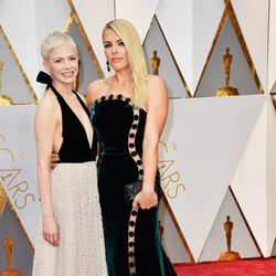 Michelle Williams and Busy Phillips at the red carpet of the Oscars 2017