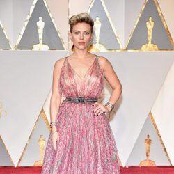 Scarlett Johansson at the 2017 Oscars red carpet