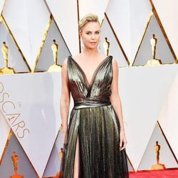 Charlize Theron at the red carpet of the Oscars 2017