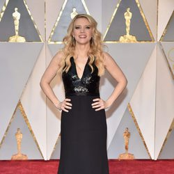 Kate McKinnon at the 2017 Oscars red carpet