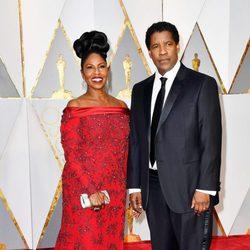 Denzel Washington and Pauletta Washington at the red carpet of the Oscars 2017